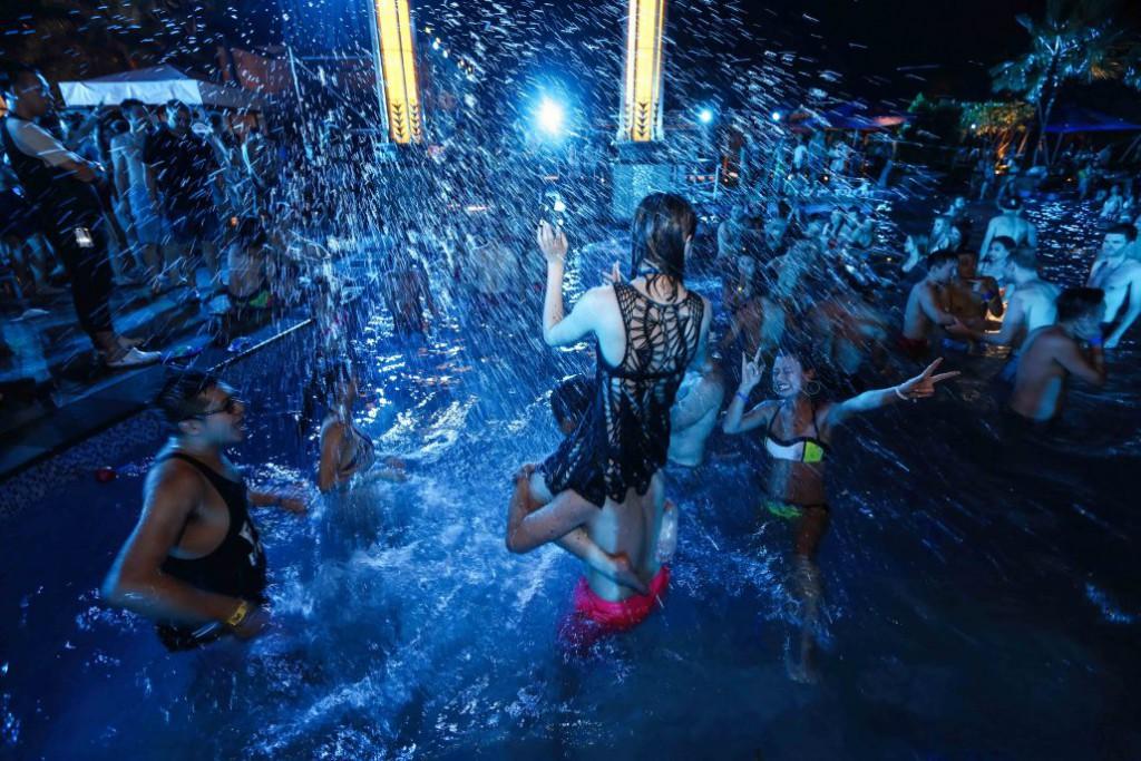 香港・マカオのプールパーティー(ナイトプール) ナイトライフ