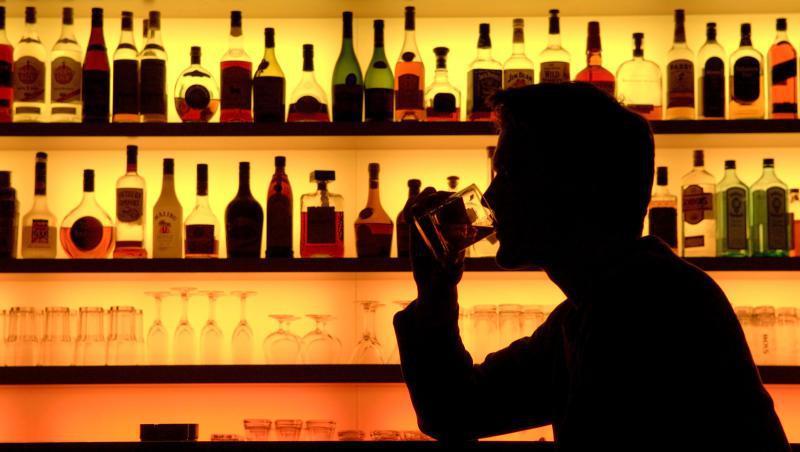 ランカイフォンのバーで1人で飲んでいたら:女性 20歳代 長期滞在